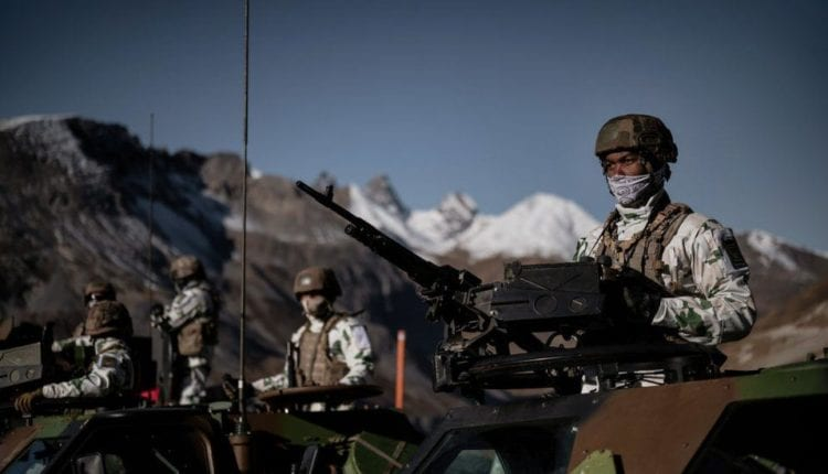 فرنسا تُجري أبحاثًا لتطوير جنود خارقين