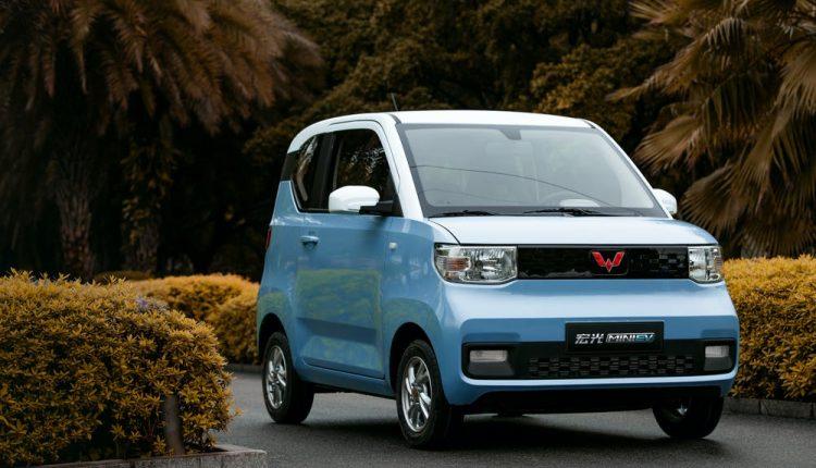 سيارة صغيرة بسعر 4500 دولار تتصدر مبيعات السيارات الكهربائية في الصين