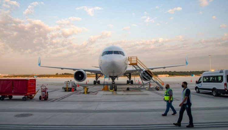 شاهد مركز الشحن الجوي الجديد من أمازون والتقنيات المستخدمة ضمنه