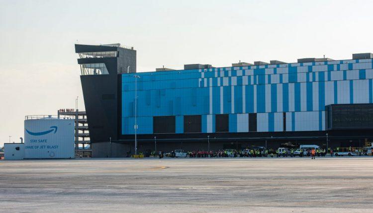 شاهد مركز الشحن الجوي الجديد من أمازون والتقنيات المستخدمة ضمنهشاهد مركز الشحن الجوي الجديد من أمازون والتقنيات المستخدمة ضمنه